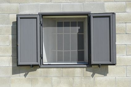 Installazione zanzariere alle finestre, problemi relativi all'estetica del palazzo