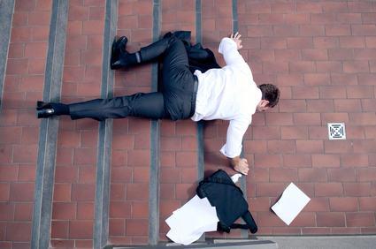 Se cadi sulle scale bagnate del condominio il custode non risarcisce il danno sofferto se il pericolo era evidente