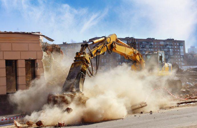 Opere abusive e ordine di demolizione. Il proprietario del terreno ed il realizzatore dell'opera abusiva.