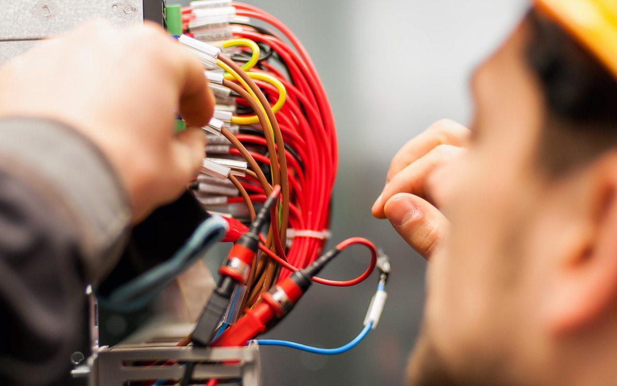 Impianti elettrici e legge n. 46/90: i costi di messa a norma sono spese per la conservazione e vanno ripartite in base ai millesimi di proprietà