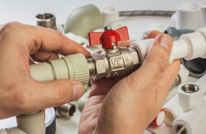 Distacco dall'impianto idrico condominiale: quando è legittimo? I riflessi sugli assetti proprietari e la ripartizione delle spese.