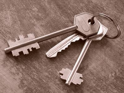 Perdita delle chiavi d'accesso a parti comuni dell'edificio e sostituzione delle serrature: a chi le spese?