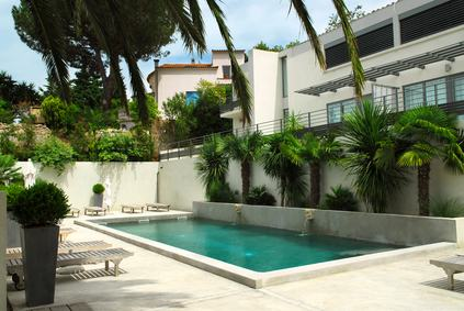 Ripartizione tra i condomini del costo di manutenzione della piscina: qual è il criterio applicabile?