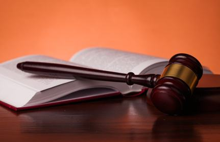 Reati in danno delle parti comuni e legittimazione a sporgere querela: solamente l'amministratore è legittimato