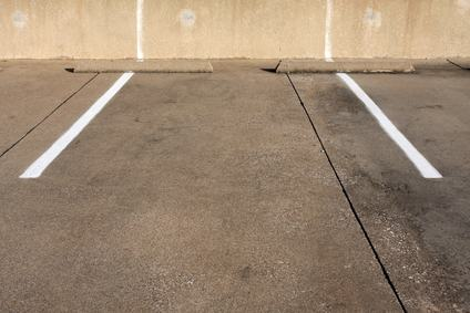 Compra l'auto ma è troppo grande per il parcheggio: il condomino non può chiedere la riassegnazione dei posti