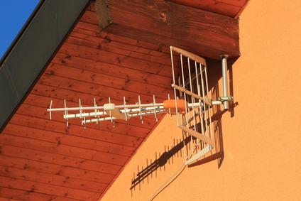 Ogni condomino ha diritto d'installare un' antenna radiotelevisiva nella proprietà del vicino se…
