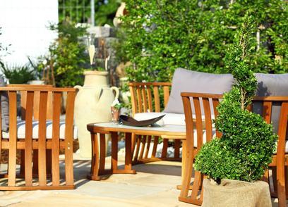 Trasformare la terrazza a livello in un ambiente abitabile senza i permessi integra il reato di abusivismo edilizio