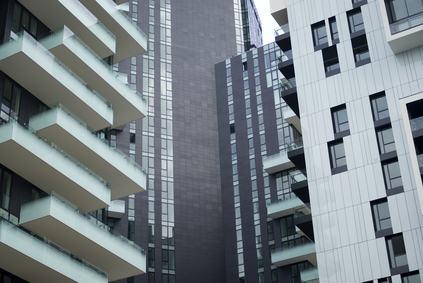 Il condominio vende un appartamento e mantiene la proprietà del cortile: tutto lecito se continua a far parte del condominio