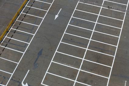 """L'obbligo di realizzare i parcheggi ai sensi della """"legge ponte"""" non si configura come contratto a favore di terzo"""
