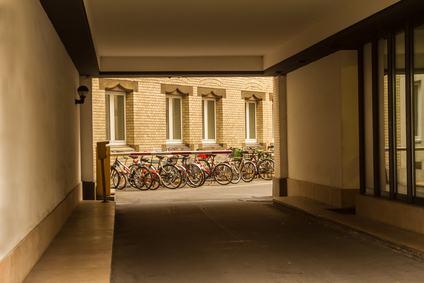 Strada supercondominiale: come disciplinare il parcheggio se i posti sono insufficienti?