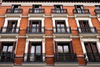 I balconi aggettanti sono parti di proprietà esclusiva anche ai fini del risarcimento dei danni che provocano.