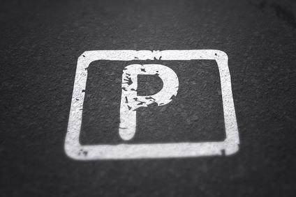 Il parcheggio costruito nel rispetto degli standard urbanistici non deve essere ceduto assieme alle unità immobiliari.