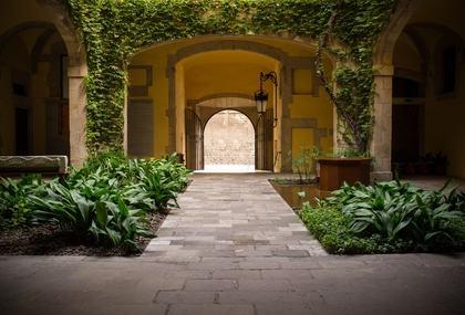 In un palazzo storico di pregio, l'atrio non può essere utilizzato come parcheggio