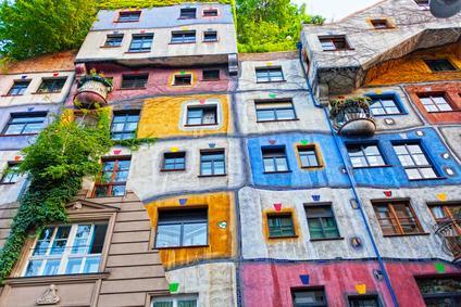 L'alterazione del decoro architettonico sussiste quando l'innovazione interrompe le linee armoniche dell'edificio
