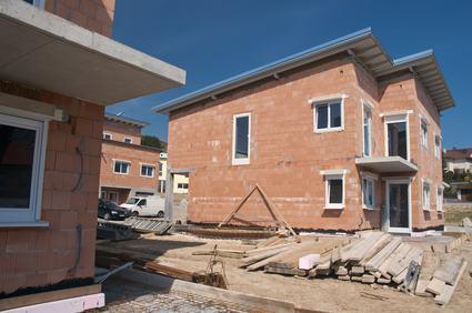 Una costruzione è un qualsiasi manufatto in grado d'incrementare la consistenza di un precedente immobile cui è collegato