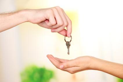 Locazione, la riconsegna delle chiavi comporta lo scioglimento del vincolo contrattuale anche se nell'immobile rimangono i mobili.
