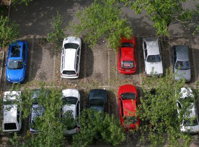 Gli acquirenti di appartamenti di nuova costruzione hanno diritto di usare gli spazi a parcheggio?