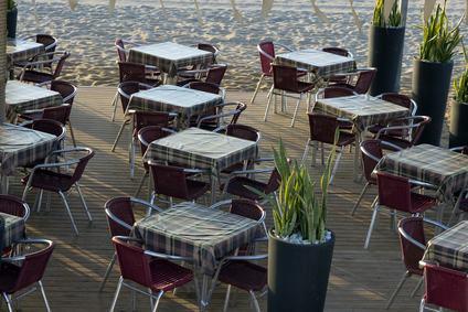 Tavolino Del Bar.Tavolini Del Bar Nel Cortile Comune Del Condominio
