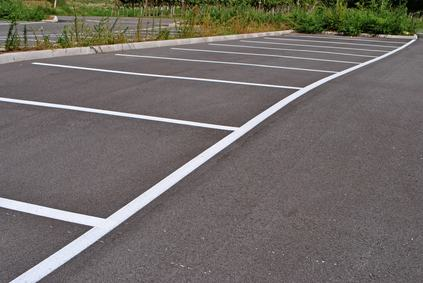 Se l'impresa non costruisce i parcheggi il condomino ha diritto solamente al risarcimento del danno