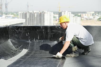 L'impresa paga i danni da infiltrazioni provocati dalla manutenzione del lastrico solare