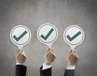 La delibera di conferma dell'amministratore deve essere adottata con le stesse maggioranze per la nomina