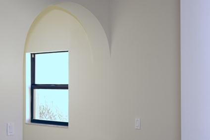 La finestra dell'appartamento in condominio è una veduta e quindi bisogna rispettare le distante: forse