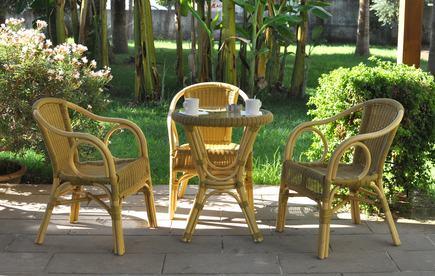 Lecito il collocamento di sedie e piante nelle parti comuni da parte di un condomino