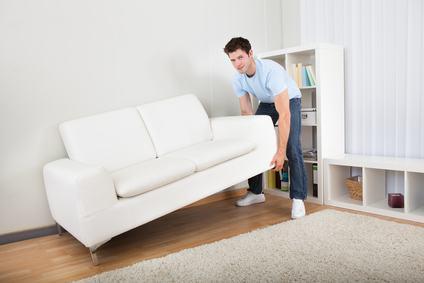 Spostare i mobili la mattina presto si può. Non arreca fastidio alla maggior parte dei residenti