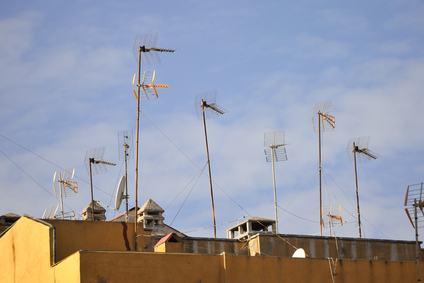 Un nuovo decreto per regolamentare la selva di antenne