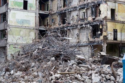 Crolla un edificio a Napoli. Anche l'amministratore dello stabile e' indagato per disastro colposo
