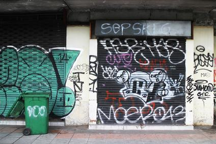 Facciate condominiali invase da graffiti. Ma ora scatta l'associazione per delinquere.
