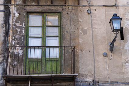 Perché lo stato di degrado della facciata non può essere considerato un vizio dell'appartamento?