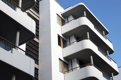 Se due edifici sono costruiti sullo stesso suolo, ciò non significa che essi siano per forza un unico condominio