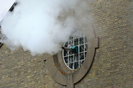 Divieto di scarico fumi in facciata: quali rimedi?