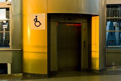 Eliminazione barriere architettoniche: legittima l'installazione dell'ascensore anche se non rispetta tutte le prescrizioni.
