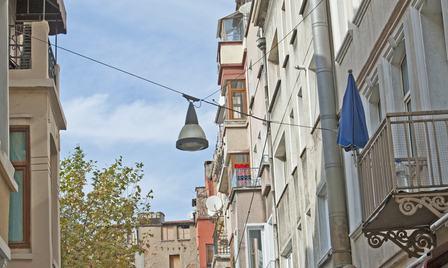 Danni derivanti dal canaletto-gocciolatoio dei balconi: chi paga?