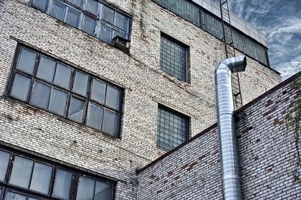 Quando è lecito appoggiare la canna fumaria sulla facciata del condominio ?