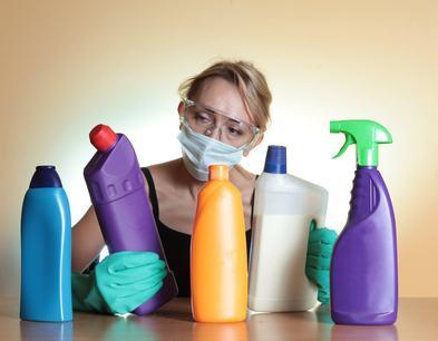 È molestia lavare le scale condominiali con detersivi che provocano allergie al vicino.