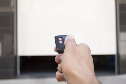Rottura del meccanismo di apertura del box auto e lesioni fisiche. Nessun risarcimento alla condomina già affetta da discopatia.
