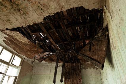 Danni da infiltrazioni. Il fatto colposo del danneggiato esclude la responsabilità del condominio.