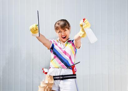 Schiava delle pulizie condominiali. Condannata pensionata che puliva le scale condominiali con candeggina