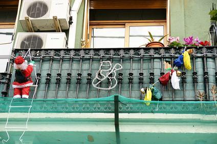Addobbi natalizi sui balconi condominiali, è possibile vietarli oppure bisogna sempre tollerarli?