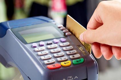 Forse anche l'amministratore di condominio non può più rifiutare il pagamento degli oneri condominiali con bancomat o carta di credito.