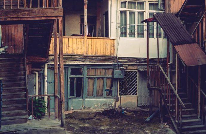 Ecco cosa succede quando i vicini costruiscono una baracca senza rispettare le distanze