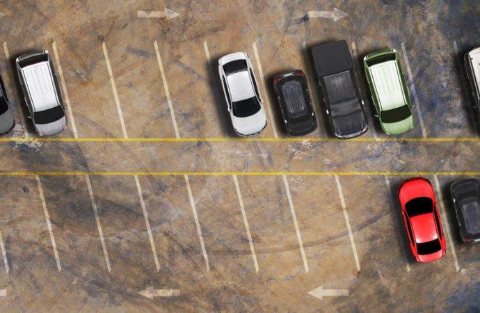 Parcheggio in cortile, se un condomino contesta la sosta dell'auto del vicino