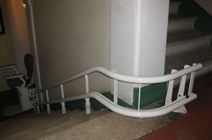 Come si installa un montascale in condominio?
