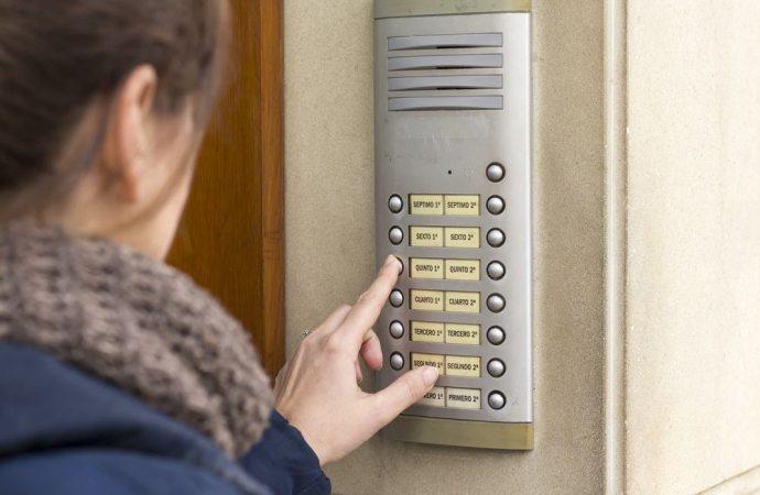 Come ripartire le spese di sostituzione della pulsantiera dell'impianto citofonico in condominio?