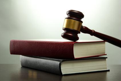 Perché il giudice deve prestare molta attenzione nel definire un fatto come una servitù o un diritto personale?