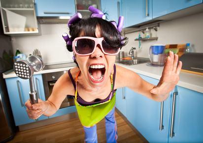 """Dare dell' """"esaurita"""" alla vicina di casa non integra il reato di ingiuria."""