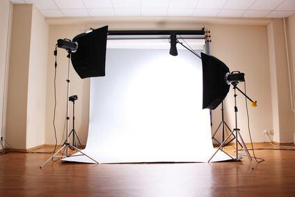 Se il regolamento contrattuale vieta di adibire l'appartamento a studio fotografico si può rivolgere al giudice di pace?